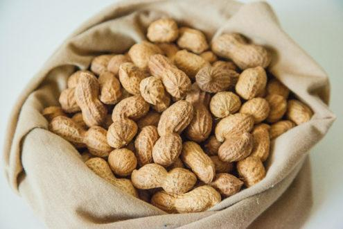Користь і шкода арахісу, і його калорійність