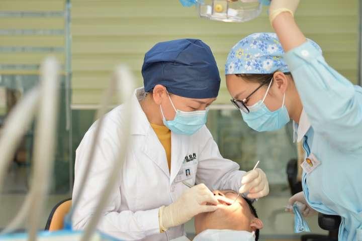 3474 Коронавірус вражає ротову порожнину - лікарі